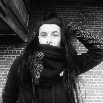 NeckWarmer – Lilith Léo